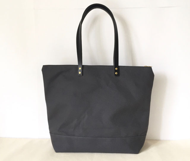 modern-coup-waxed-canvas-and-leather-bags-custom-medium-zipper-tote-charcoal-grey-black-leather-main