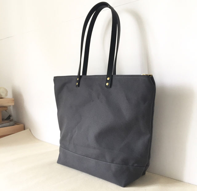 modern-coup-waxed-canvas-and-leather-bags-custom-medium-zipper-tote-charcoal-grey-black-leather-side