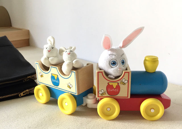 modern-coup-waxed-canvas-and-leather-bags-easter-train