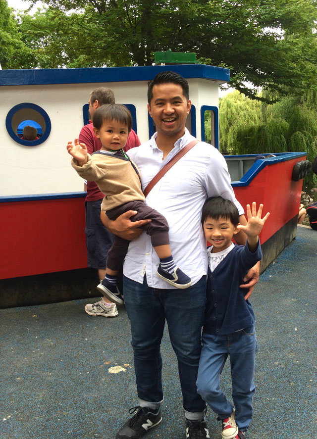 modern-coup-waxed-canvas-and-leather-bags-granville-island-kids-market-boat-family