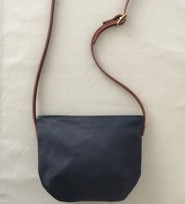 modern-coup-waxed-canvas-and-leather-bags-minimal-purse-grey
