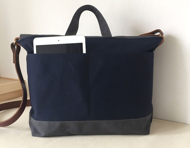 modern-coup-waxed-canvas-leather-bags-courier-bag-blue-grey-back-pockets
