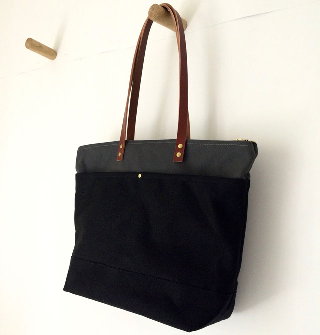 modern-coup-waxed-canvas-leather-bags-medium-zipper-tote-black-grey-custom-lining-hook