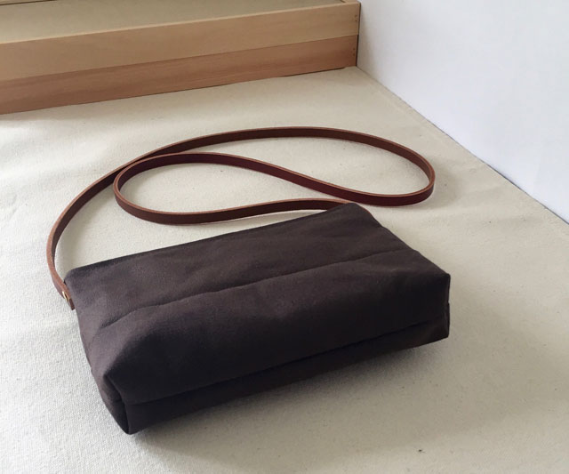 modern-coup-waxed-canvas-leather-bags-pouchette-purse-brown