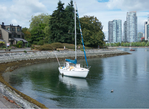 Best Free Places To Go In Vancouver Walking The South False Creek Seawall Modern Coupmodern Coup